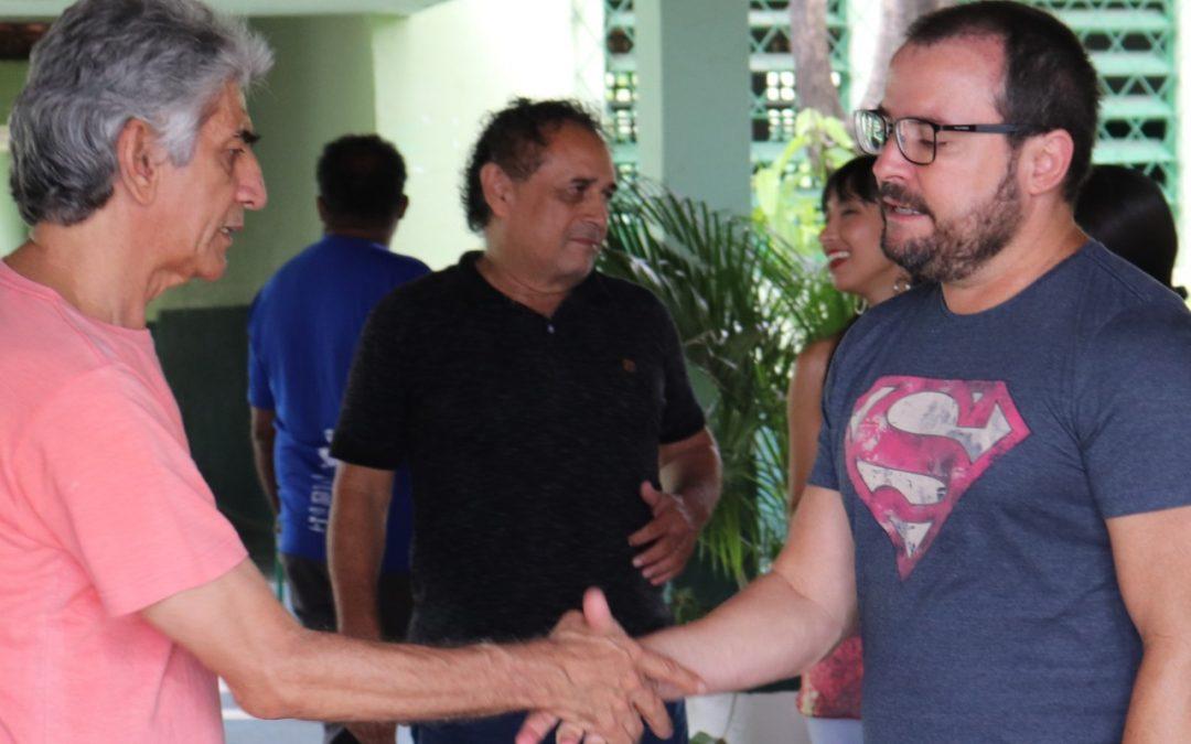 Pré-candidato do PT, faz visita à AMI
