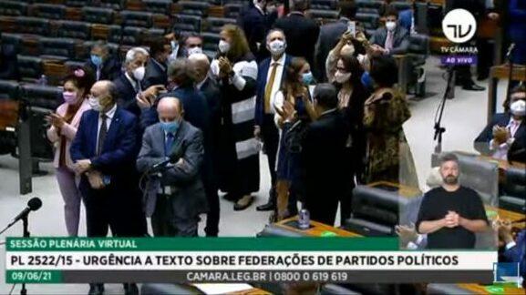 Urgência para projeto sobre federação partidária é aprovada na Câmara